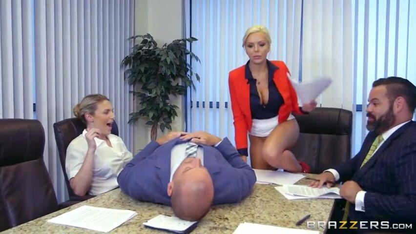 Порно видео блондинка минет