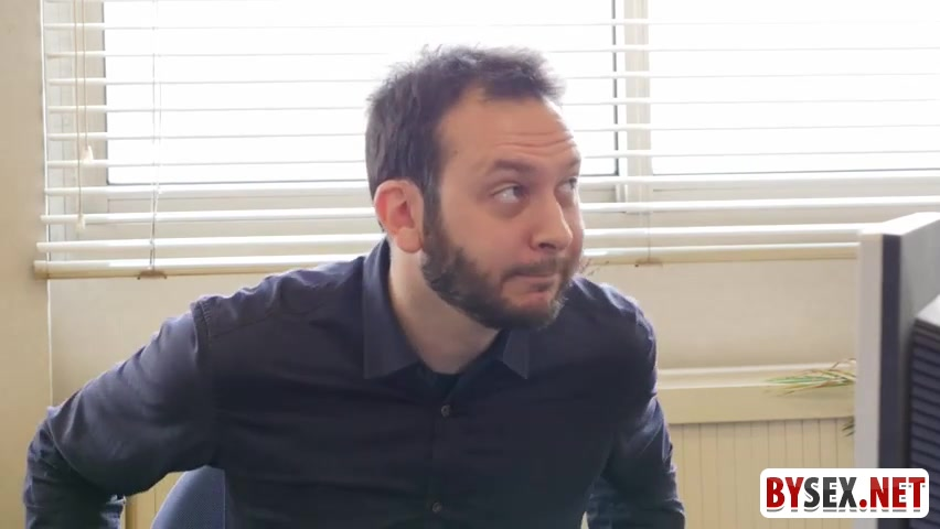 video-stoit-rakom-pered-podrugami-seks-s-negrom-massazh