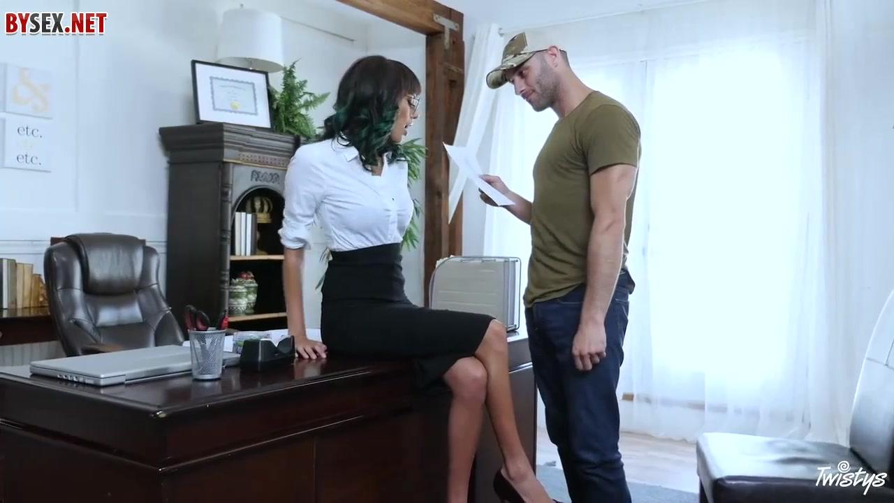 Сексуаоьные секретарши порно бразилия видео
