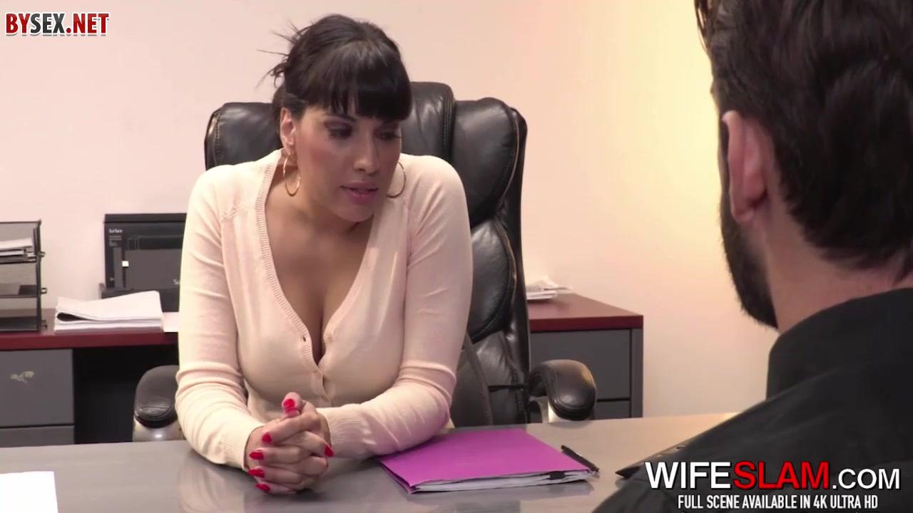 porno-video-paren-trahnul-svoyu-kollegu-pryamo-na-rabote-posmotret-porno-s-lesbiyanok-seans