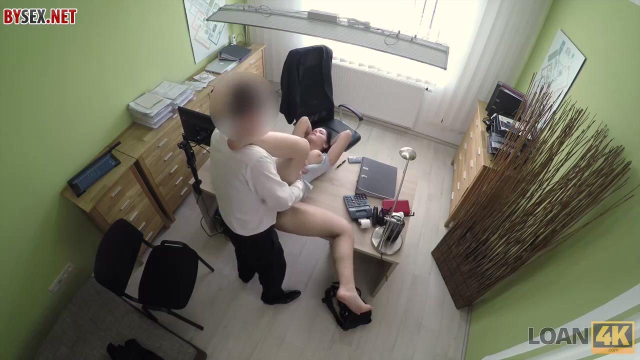 Секс с подчиненной на работе