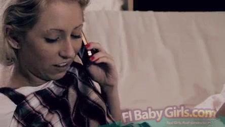 Телку трахают девушка дрочит и разговаривает по телефону