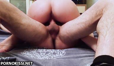 Кавказец трахает русскую блядь волосатым членом и снимает крупно