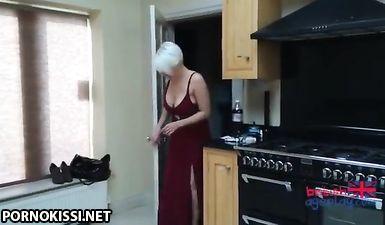 Тёлка попросила подругу надеть подгузник чтобы поиграть в секс няню