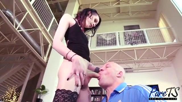 Секс видео с большими яйцами