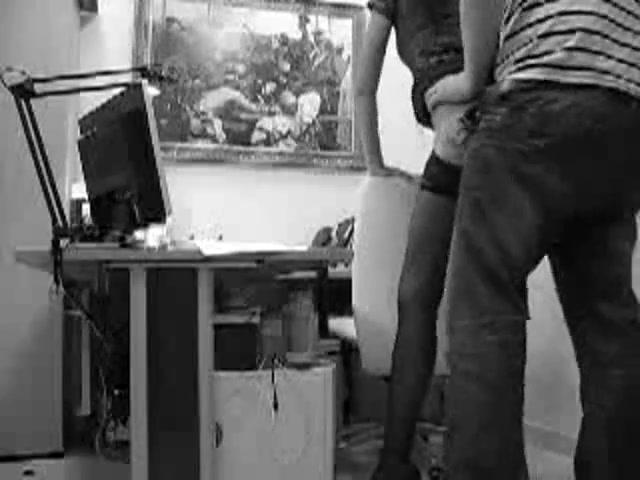Порно подглядел за секретаршей