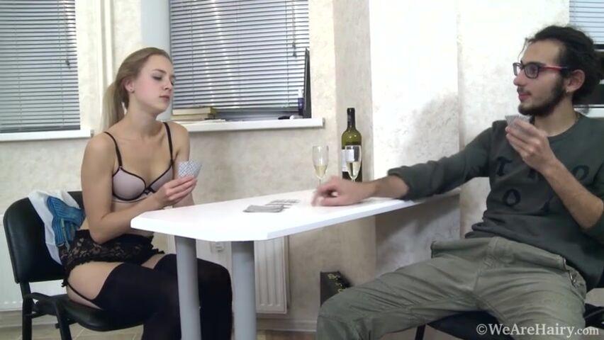 Порно проиграла в карты жопу