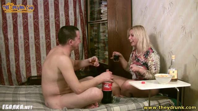 Выебали пьяную телку порно видео
