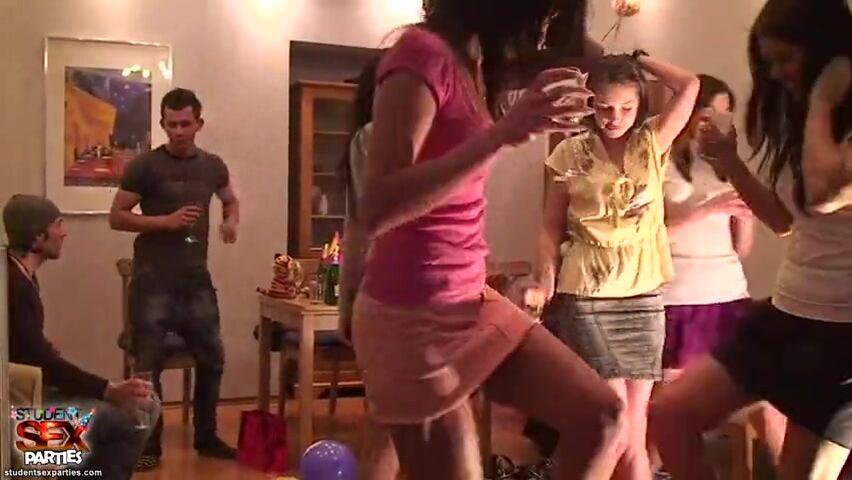 Групповой секс на свадьбе ролик