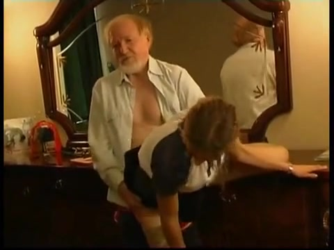 Дедушка подглядывал за внучкой и решился выебать