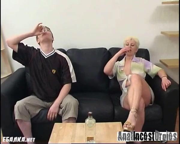 Порно ролики сын усыпил мать