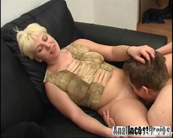 Одинокая мать и три друга сына порно фильм