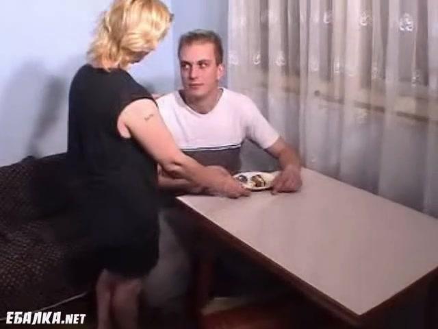 Видео порно сын износиловал жестоко мать