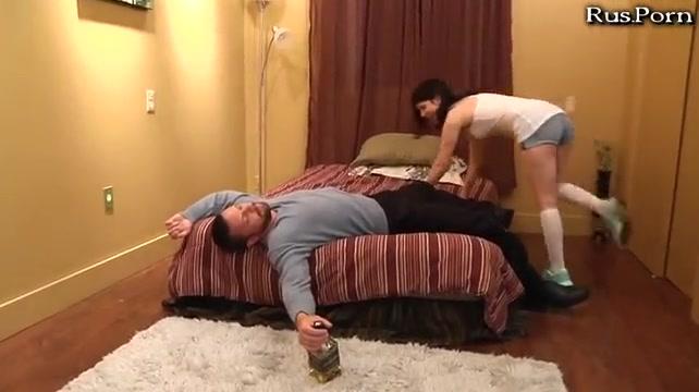 Дочка отсосала у спящего папу