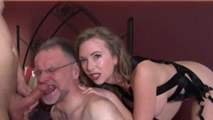 На колени раб и сосать хозяину хуй