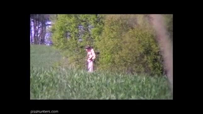 Скрытая камера снимает ссущих на улице баб смотреть
