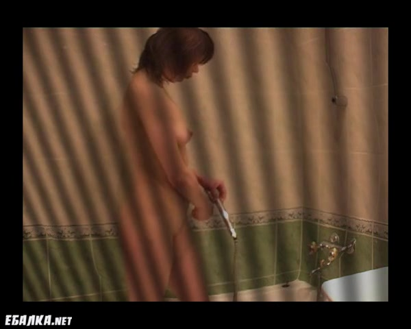 Скрытая камера мама моет свою пизду