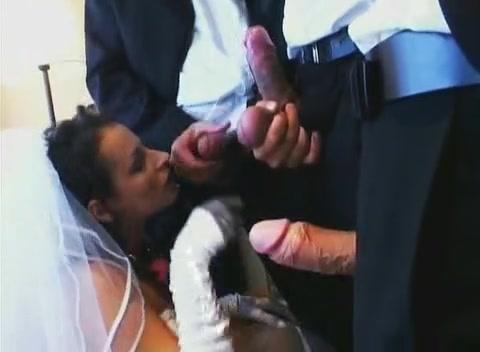 Ебет толпа невесту