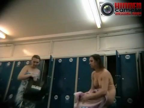 Дойки в бани скрытая камера бесплатно