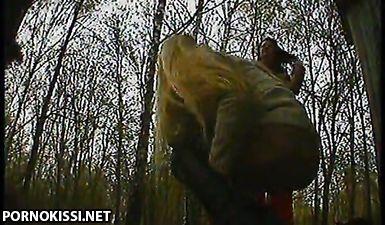 Три подруги отошли вглубь парка чтобы пописать, но попали на скрытую камеру