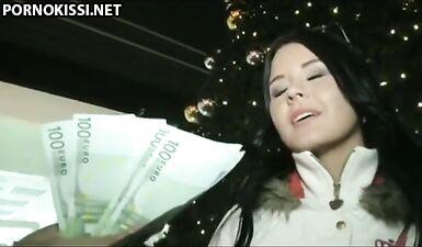 Пикапер заплатил чешке за секс перед камерой в канун Рождества