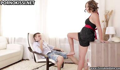 Первый анальный секс с кудрявой красоткой из Питера