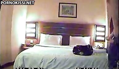 Хозяин табачного магазина снял шлюху и трахнул в отеле