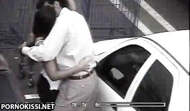 Телочка дрочит член незнакомца на парковке возле торгового центра