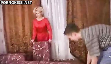 Русская мама вылизала член сына пока он купался в ванной
