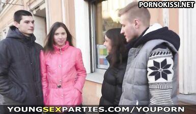 Московская молодежь устраивает свингер-пати на четверых