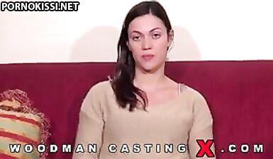 Алисса Рис дает интервью и раздевается перед Вудманом