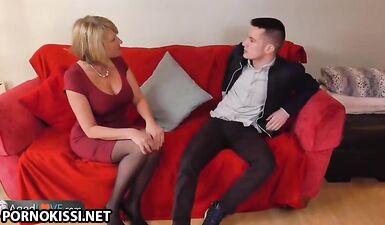 Зрелая дама за 40 трахается с молодым любовником