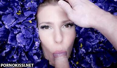 Медленный глубокий минет с Ангелом на подушке с цветами