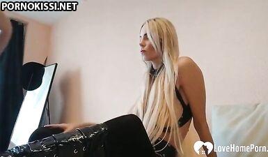 Потрясающую блондинку отодрали в разных позах