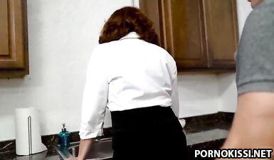 Особая договоренность с мачехой на секс