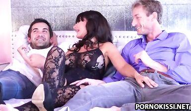 Каталина Круз наслаждается своим первым тройничком с двумя мужиками