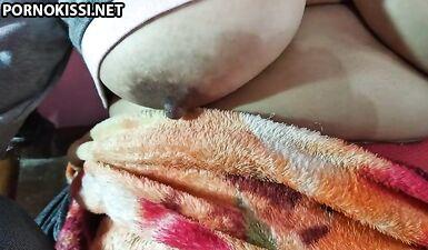 Обвисшие сиськи старой индийской шлюшки