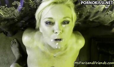 Мисс Пэрис обожает свои кримпаи и камшоты на лицо