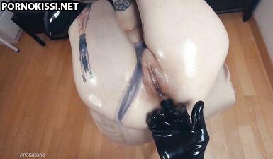 Ана Катана наслаждается своей болью, тренируя свою тугую попку