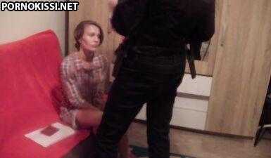 Грязный полицейский трахает русскую проститутку