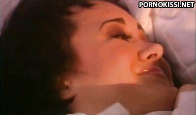 Старенький полнометражный фильм 1994 года с красивыми порно звездами