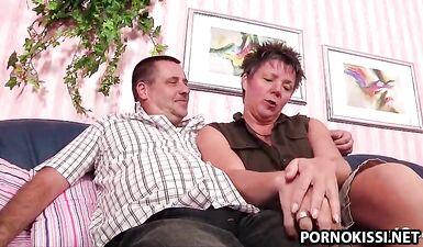 Немецкая пара занимается тройничком со зрелым незнакомкой