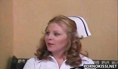 Медсестра лижет волосатую пизду у глав врача в больнице (ретро порно)