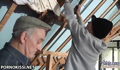Два деда ебут молодую девушку в хвост и гриву очень жестко