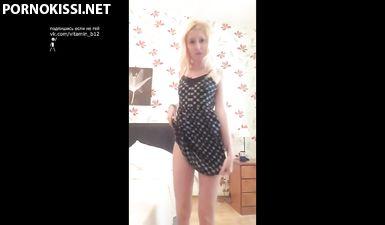 Первое видео юной скромницы с соло-мастурбацией