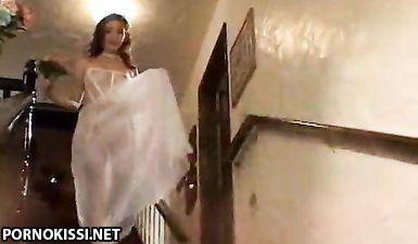 Гости по очереди ебут пьяную невесту на свадьбе