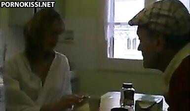 Французская пара в любительском видео трахается в анал