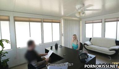 Танцовщица гоу-гоу из местного стрип-бара готова заняться сексом
