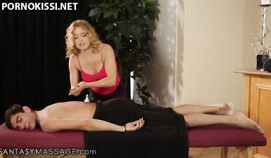 Крисси Линн становится грязной шлюшкой с массажистом-новичком