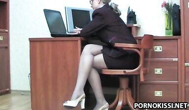 Леди босс соблазняет секретаршу